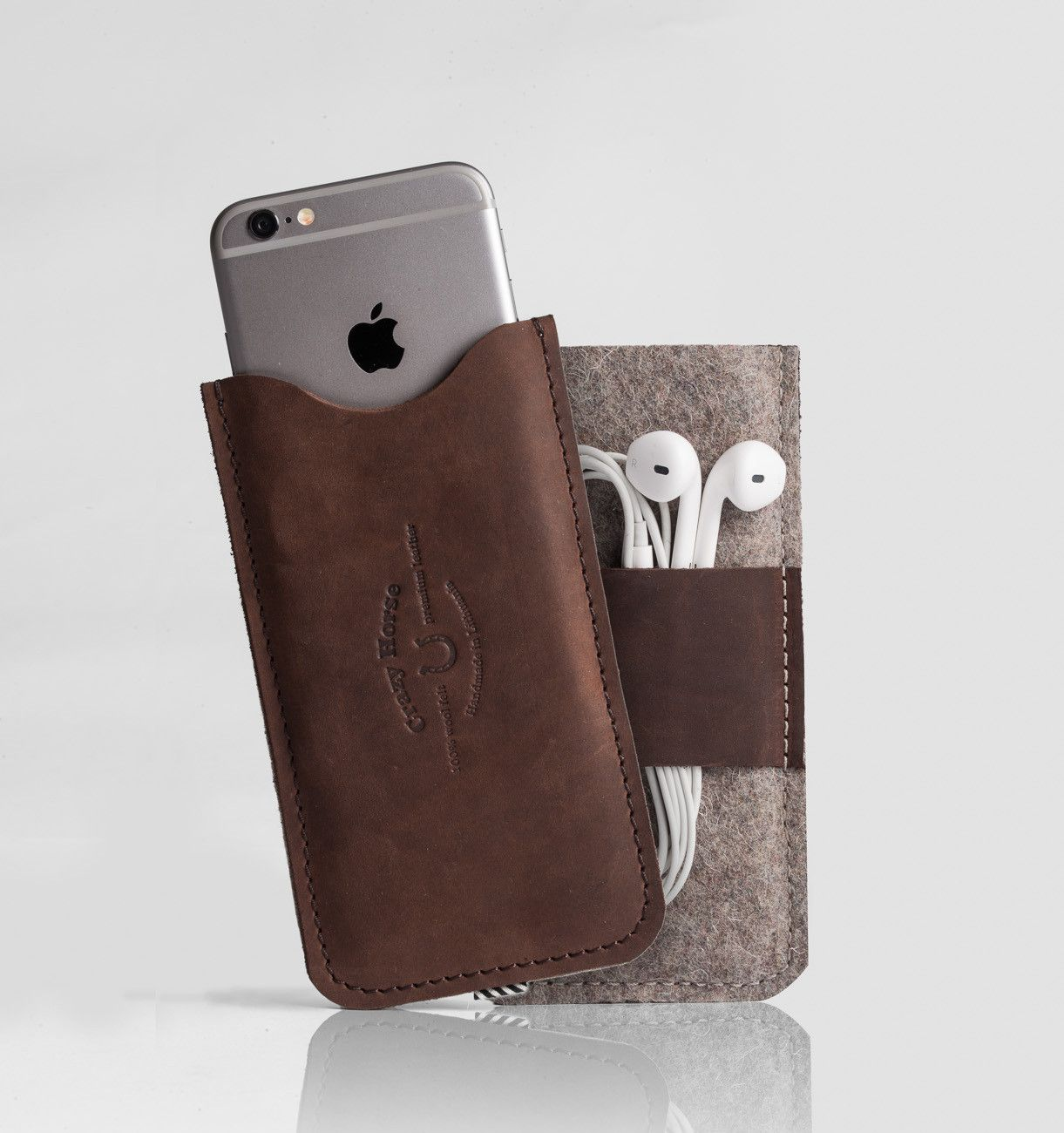 Leather iphone case with earpods holder woodbrown