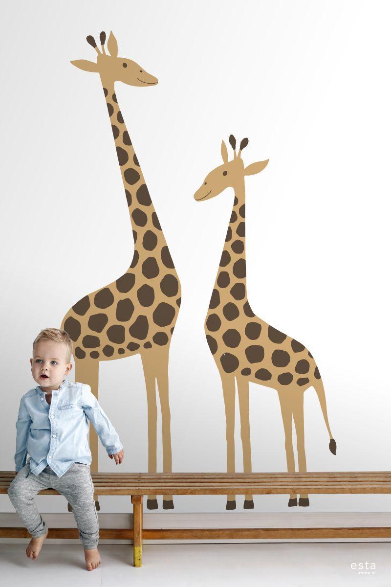 De kinderkamer is dé plek om eindeloos lekker te kunnen spelen, te fantaseren en de mooiste dromen te dromen. Met dit hippe kinderbehang met giraffen in beige tover je elke kamer om tot een gezellige kinderkamer. Gecombineerd met lichte kleuren en natuurlijke materialen creëer je met dit kinderbehang een rustgevende en tegelijkertijd warme en gezellige sfeer. #kidsroom #photowallsforkids #giraffe #estahome