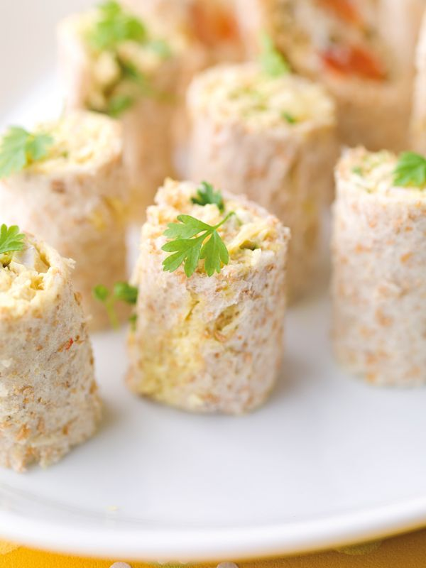 Broodrolletje met kip, ananas & curry