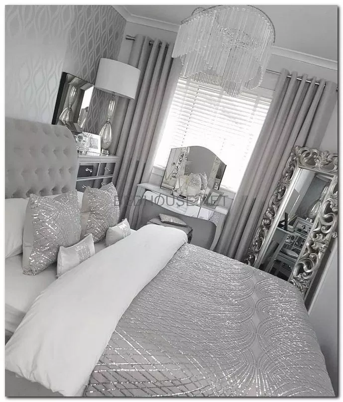 32 Simple Master Bedroom Design Ideas For Inspirations Masterbedroomideas Bedroomdesign Bedroomi Silver Bedroom Decor Comfortable Bedroom Luxurious Bedrooms