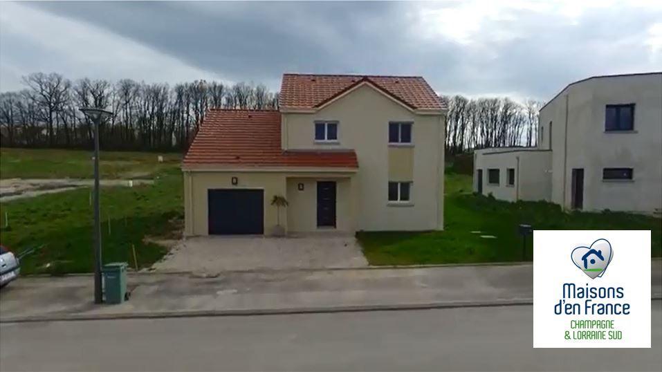 Nous avons fait construire notre maison à proximité du centre ville