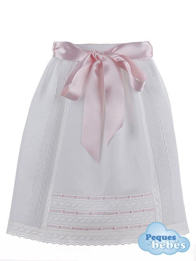 842d3f006 Baton de cintura para recién nacidos y bebés confeccionado en pique blanco  con tiras bordadas y