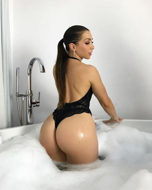 Big booty pussy old woman fucking