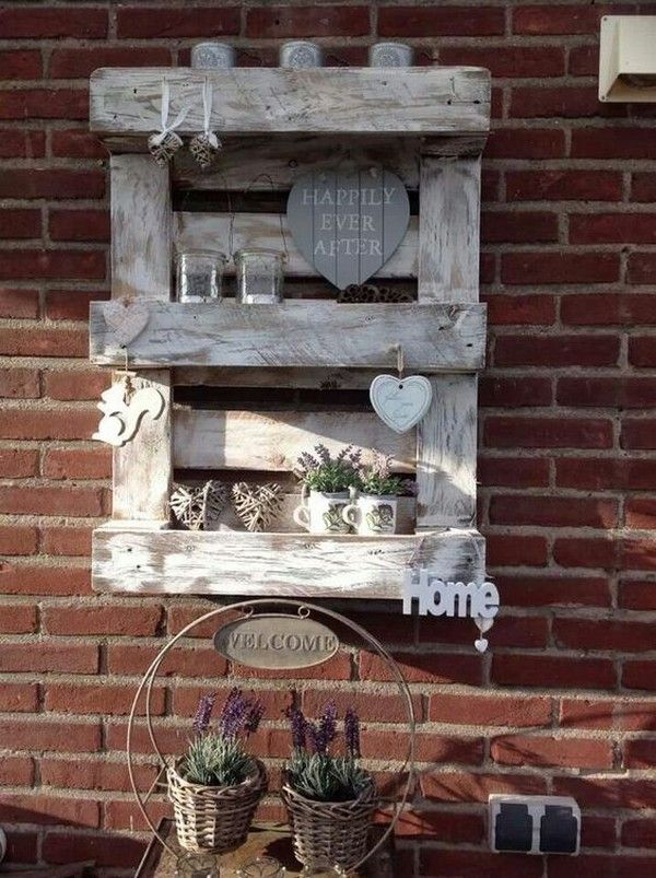 16 ingenious outdoor pallet projects for all diy lovers the art in life shabby chic homes wanddekorationen obi wanddekoration