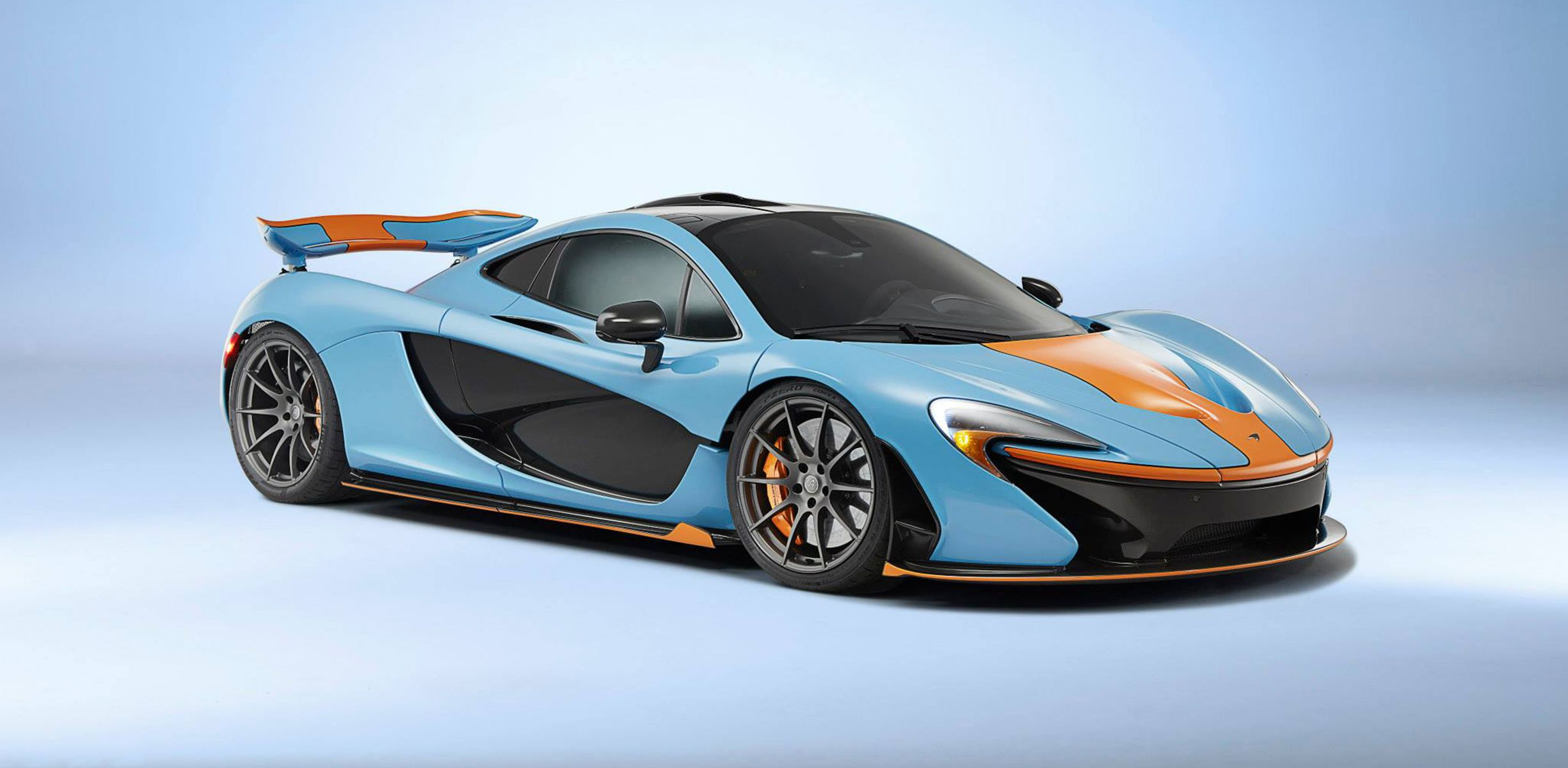 McLaren P1 s dressed up in Gulf colours s 1 of 3