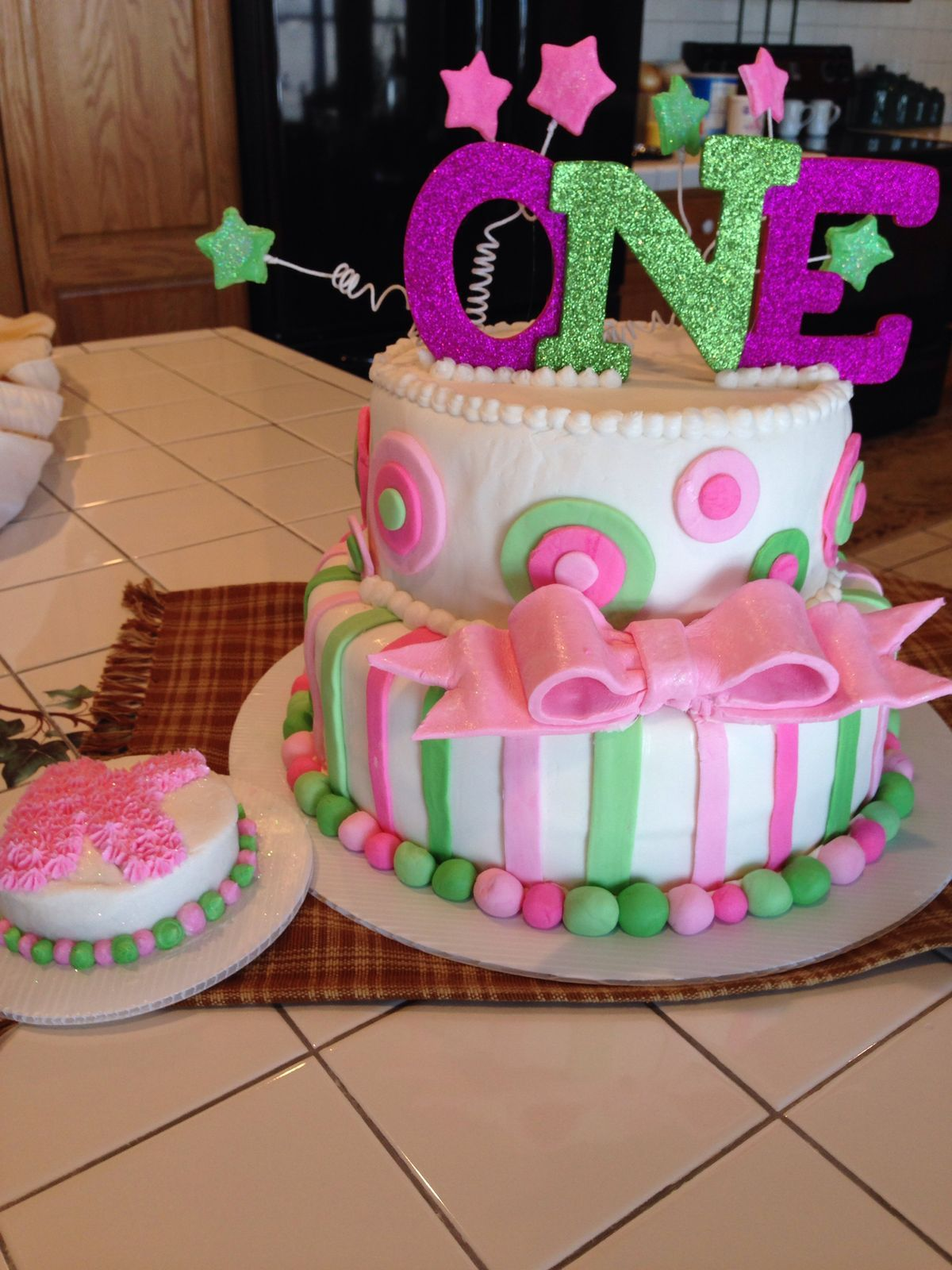 Pin by Heather Wisnowski on Allison First birthday cakes