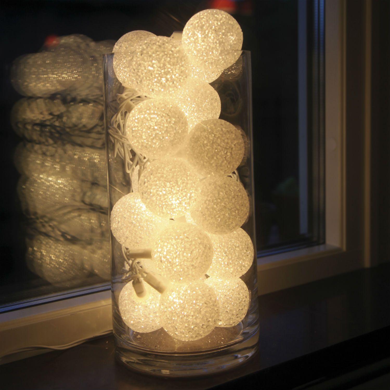 Guirlande Lumineuse Compos E De 20 Boules En Plastique Blanc Effet Paillet Sur Un Long C Ble D