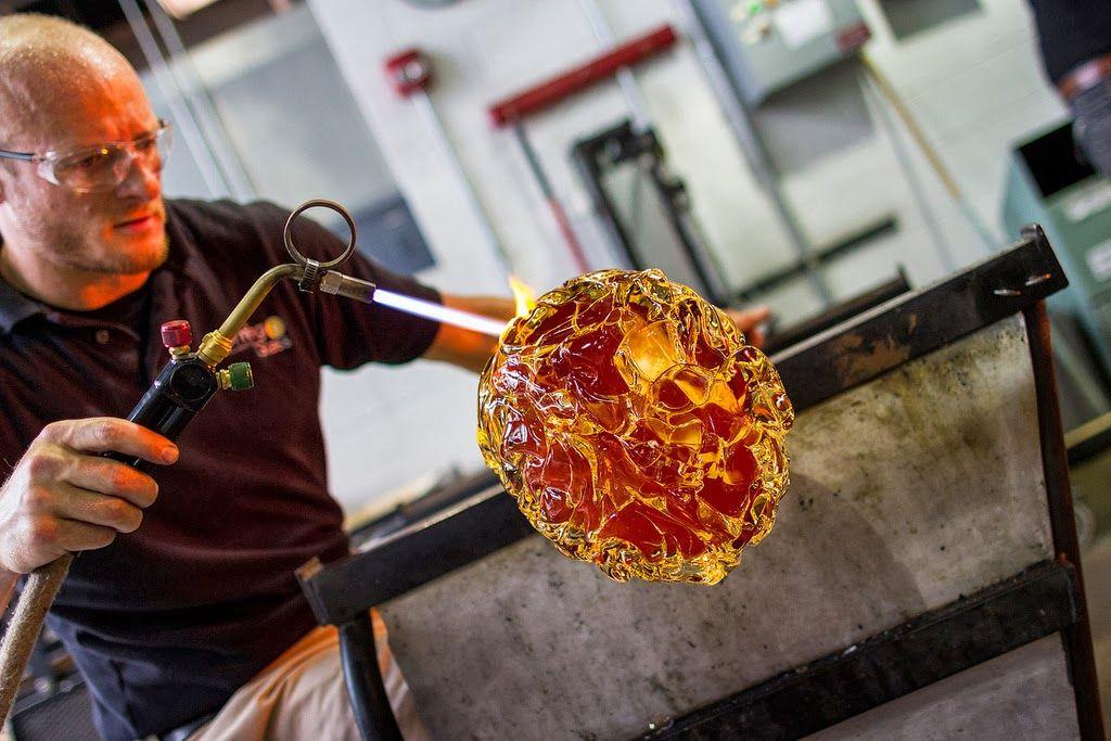 Desafio Criativo - Sua dose diária de inspiração e criatividade!: Esculturas em Vidro Retratam Órgãos Gigantes
