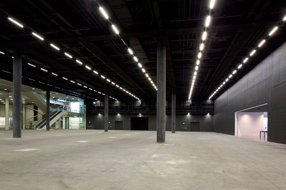 Messe Basel - New Hall - QUATTRO ISTRUZIONI - E' vero che la società attuale accerchia l'uomo con numerose restrizioni ma la libertà non è un diritto concesso gratuitamente, al contrario è costosissima ed è sempre condizionata.