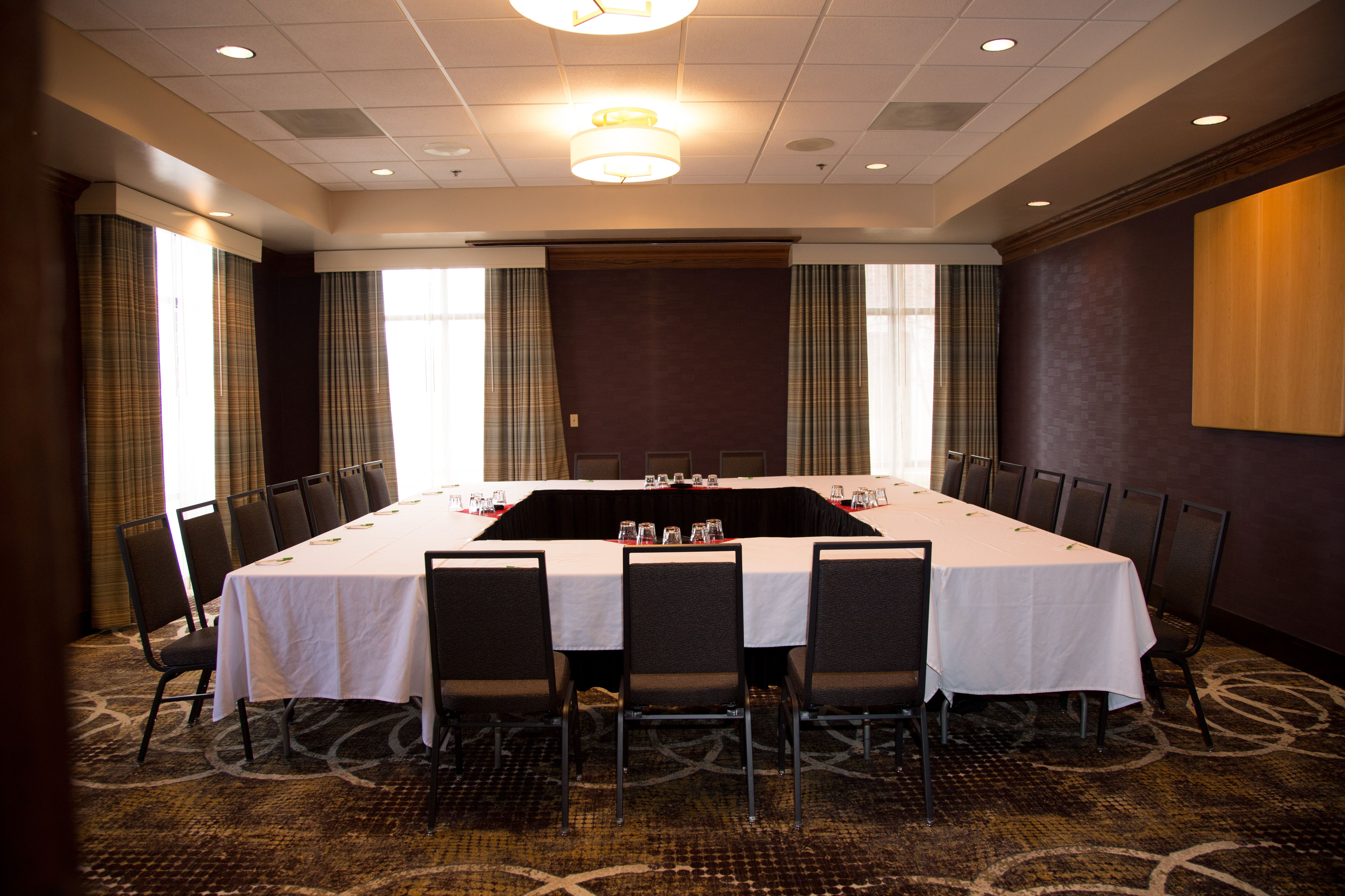 Board Room Photo Claussen Photography Rapid City Hotel Meetings Holiday Inn Rapid City Rushmore Plaza Hotel Meetings And Conventions Hotel Meeting Room Rapid City Hotels