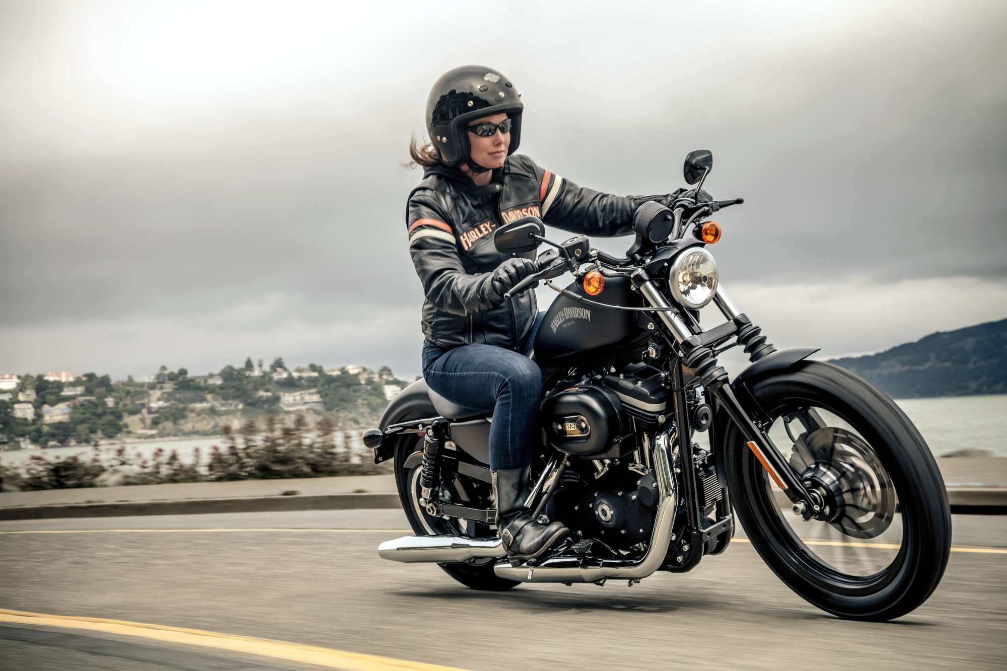 HARLEY DAVIDSON Sportster XL 883 N Iron Naked Bike Bilder und technische Daten