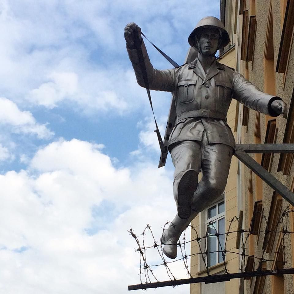 Erkunde Berliner Mauer Eingebaut und noch mehr