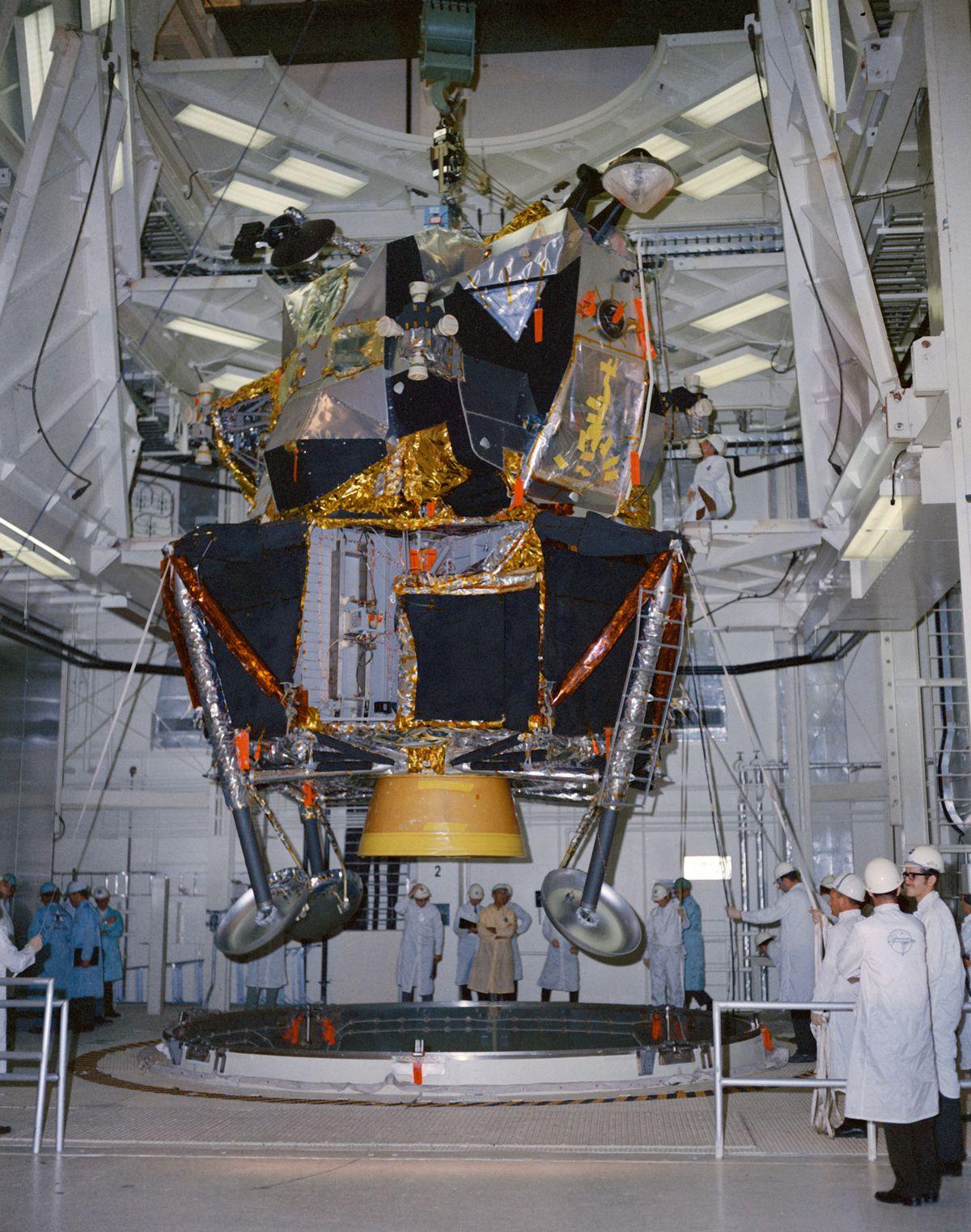 spacecraft manned lunar - photo #10