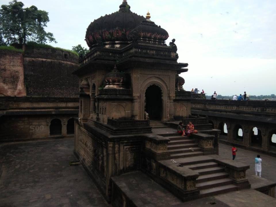 location 91 km from indore in khargone district madhya pradesh travelplace tourism historicalplace holyspot maheshwarisarees narmadariver maheshwar