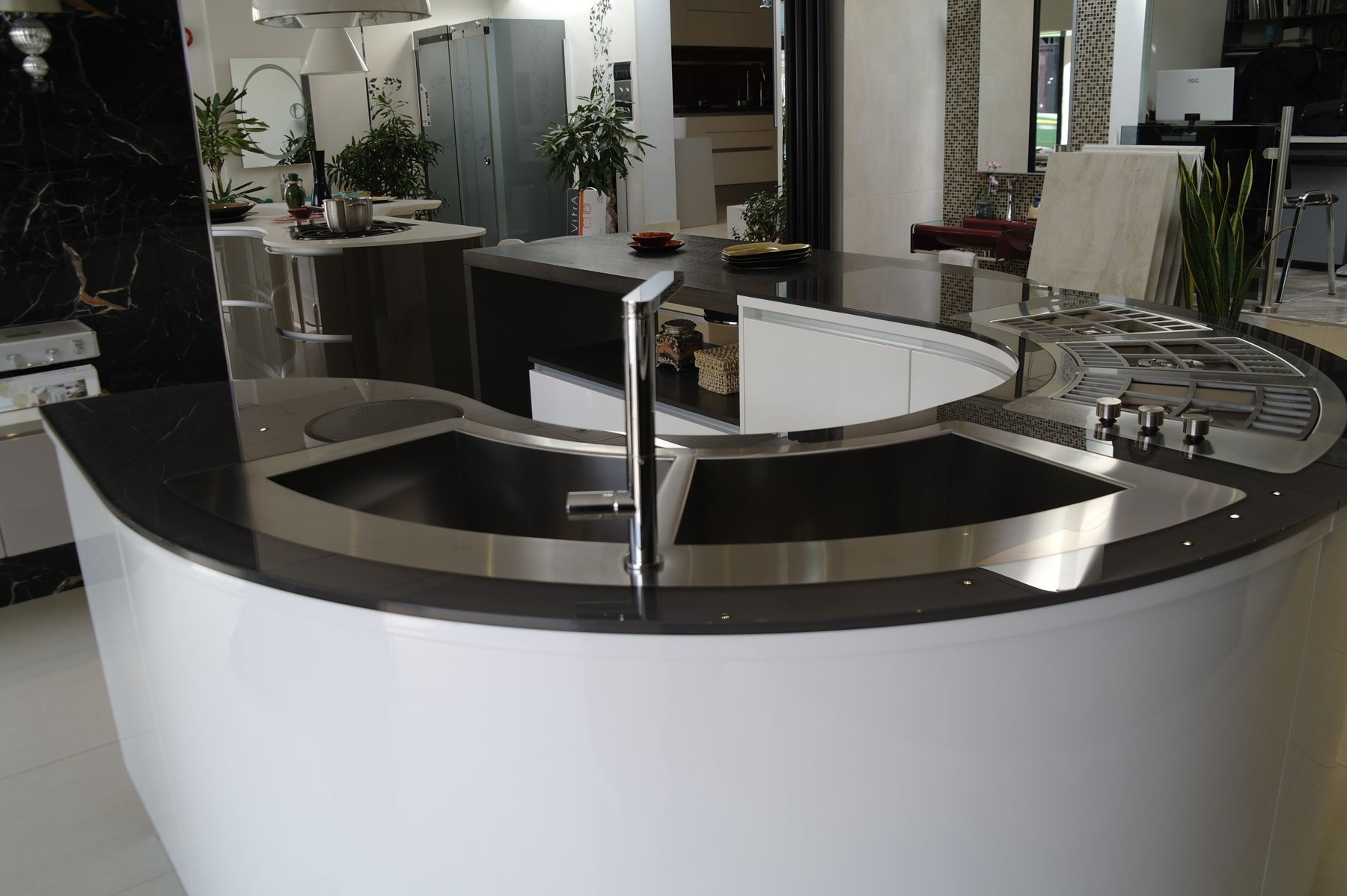 Best Ex Display Pedini Curved Island House Design Kitchen 640 x 480