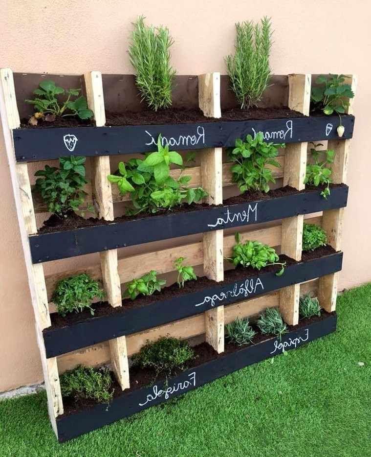 Potager Vertical Idees Conseils Et Astuces En Plus De 30 Idees Decorations Pour La Maison Jardin D Herbes Jardiniere Palette Idees Jardin