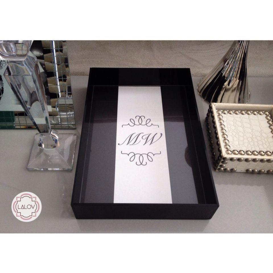 Bandeja personalizada Lalov - #lalov #bandeja #monograma #blackandwhite #tray #personalizados #kitlavabo #acrylictray