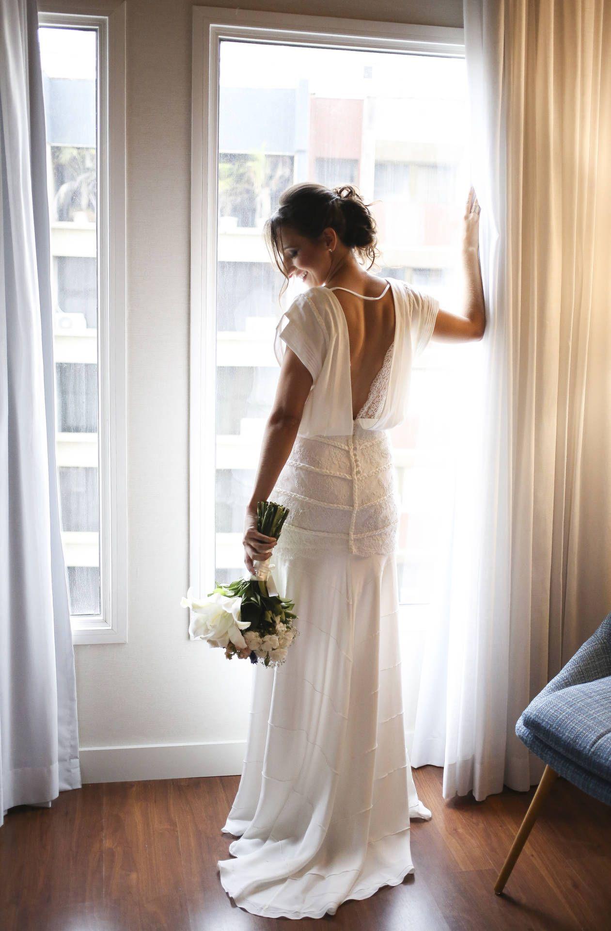 Vestido de noiva semi sereia em seda off white marca Tetigio – Emp³rio Lulu