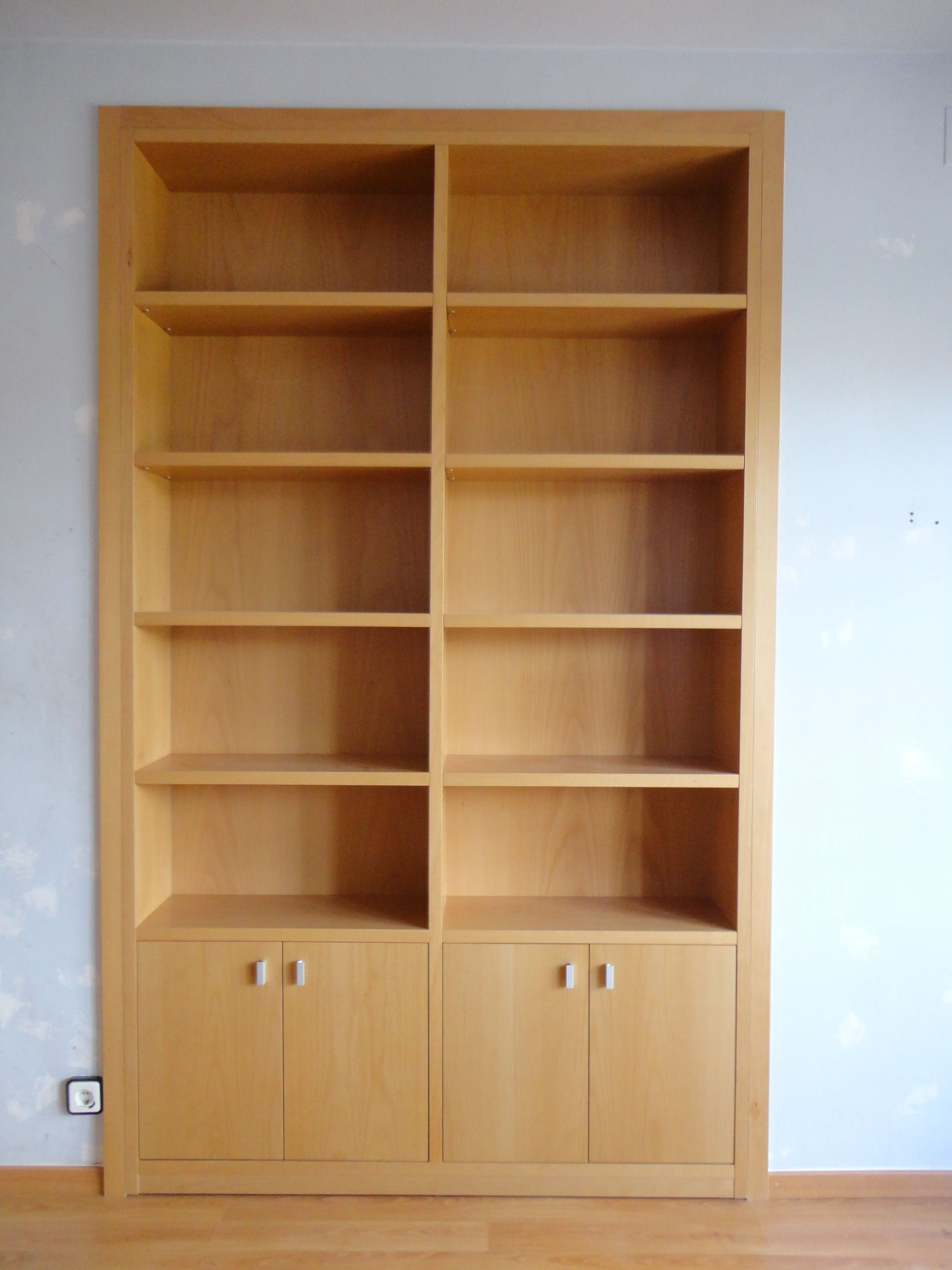 Mueble libreria a medida en madera de haya vaporizada - Librerias a medida ...