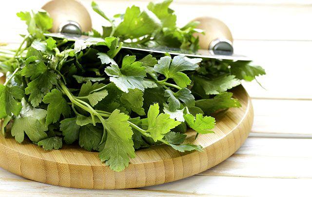 Ne csak a levesbe tedd! A bőrödre, hajadra kenve csodát tesz ez egész évben kapható fűszernövény (receptek)