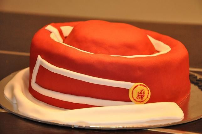 Emirates Airlines crew headgear cake