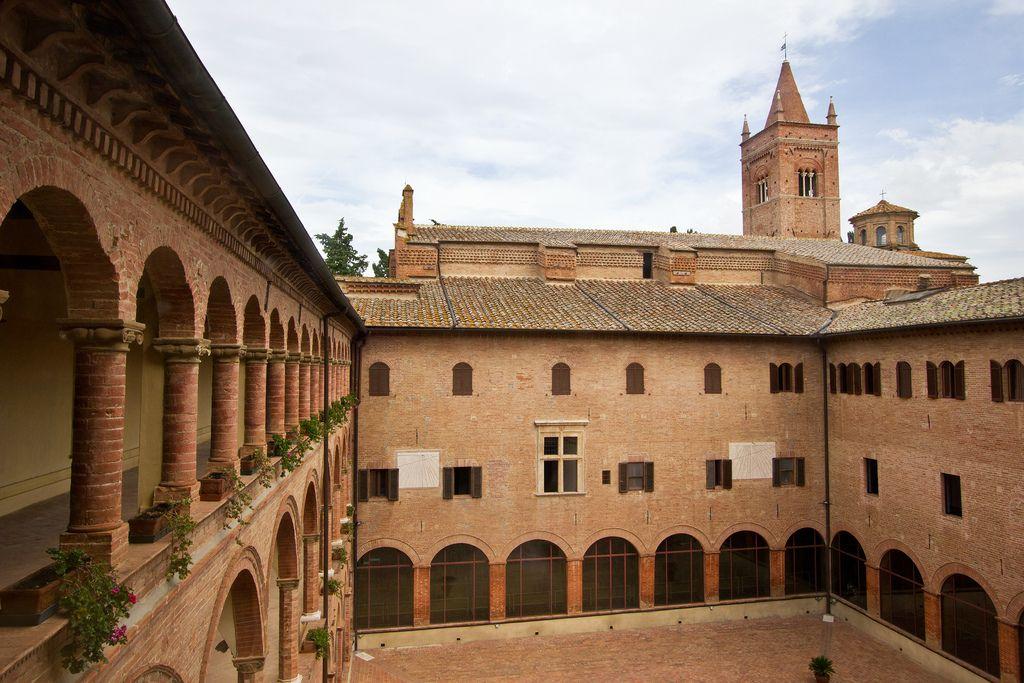 Abbazia di Monte Oliveto Maggiore (Asciano, SI). Foto di Carlo Danese su http://www.flickr.com/photos/61638717@N03/8446432335/ .