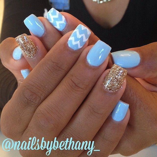 I Like The Blue With One Finger Blue And White Design Blue Gel Nails Nails Trendy Nails