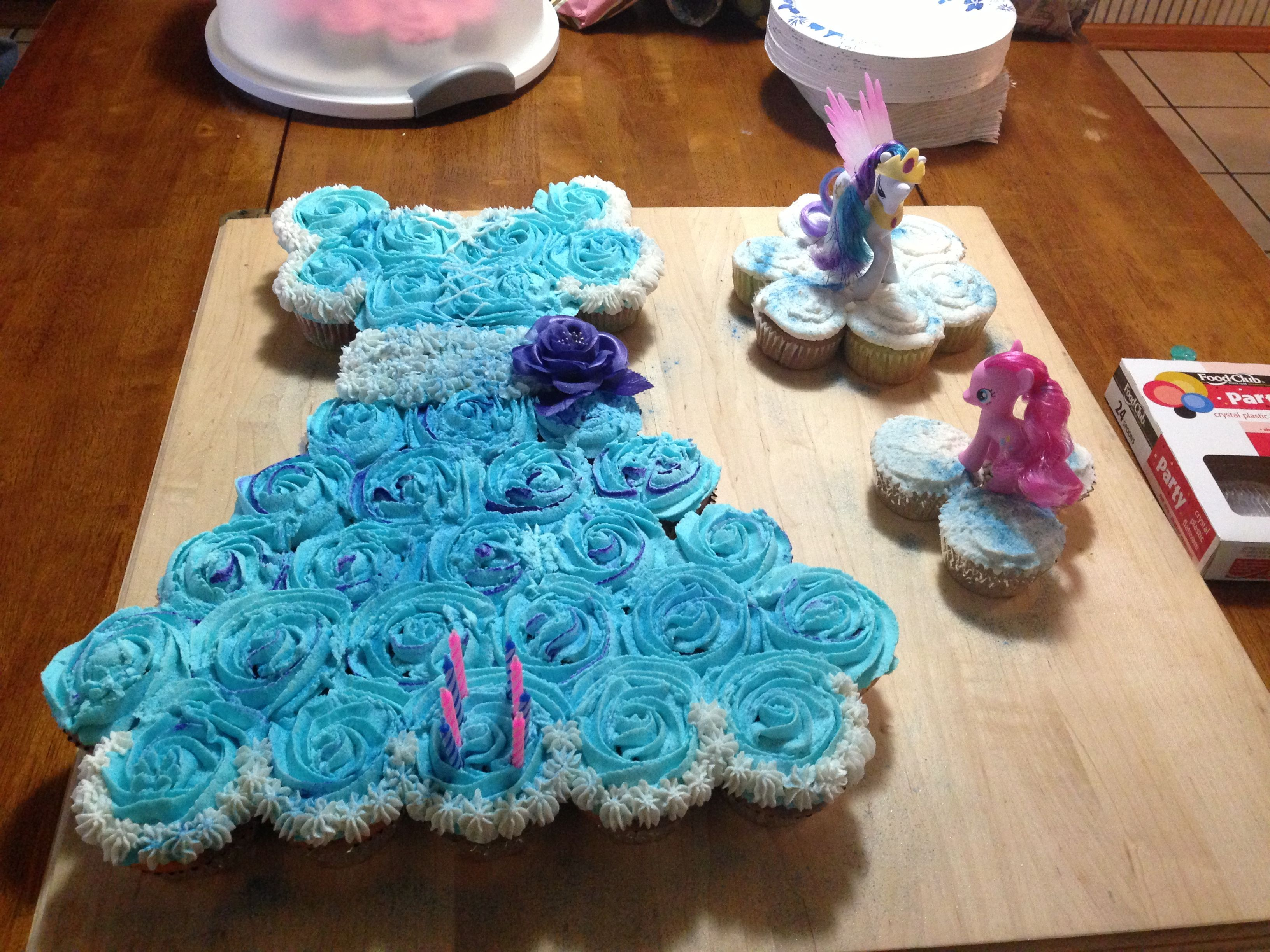 Birthday cupcake dress Takes 33 cupcakes to make the dress portion ...