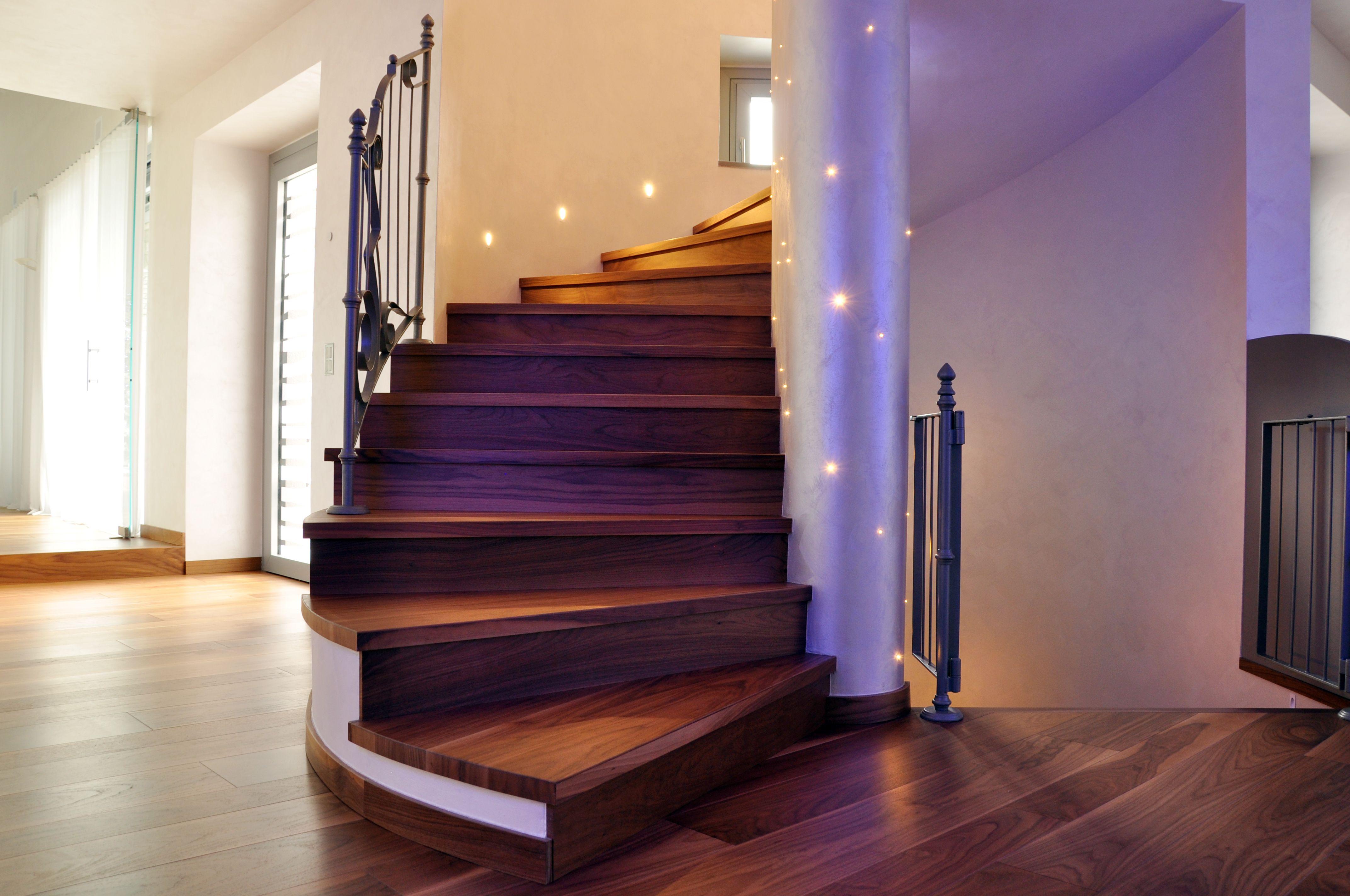 Nuova edificazione villa unifamiliare Vano scala Particolare illuminazione Maria Teresa Azzola Designer