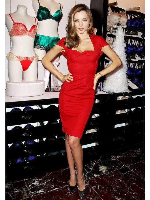 魅惑のボディをクリスマスカラーでドレスアップ  ミランダ・カー(Miranda Kerr)