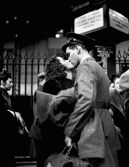 Alfred Eisenstaedt - Farewell at Penn Station (1943-44)