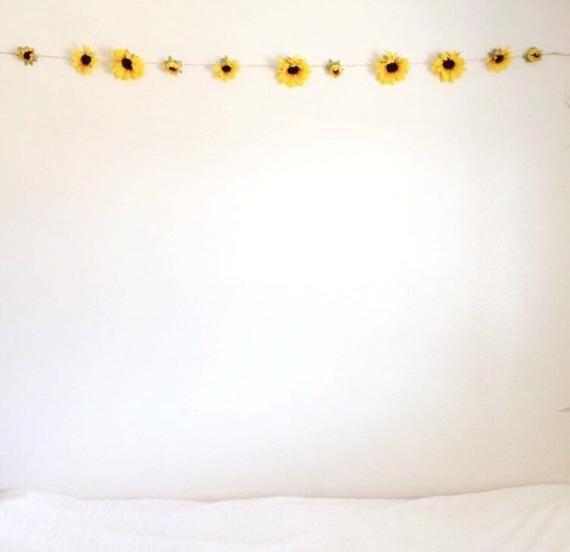 Summery Sunflower Garland / College Room Decor / High Quality Silk Sunflowers / Large Sunflowers / Summer Photoshoot / Sunflower Chain #sunflowerbedroomideas