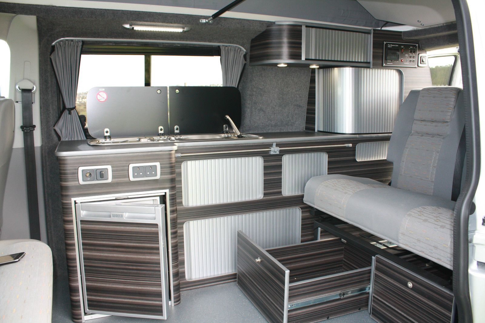 vw t5 transporter renault trafic mercedes vito camper. Black Bedroom Furniture Sets. Home Design Ideas