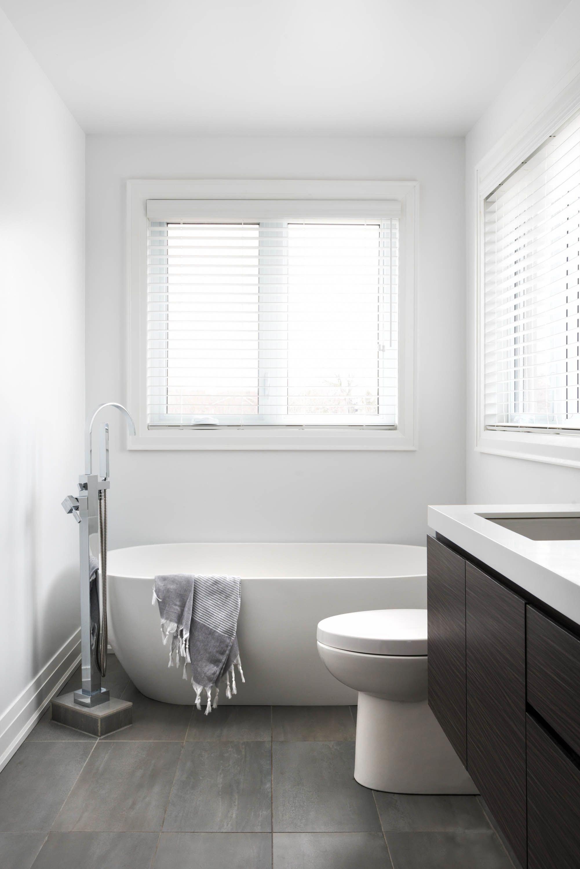 Sleek Modern Bathroom With Stand Alone Bath Tub Rtg Design Modernhomedecorbathroom Sleekmodernbathroom Small Bathroom Small Bathroom Window Modern Bathroom