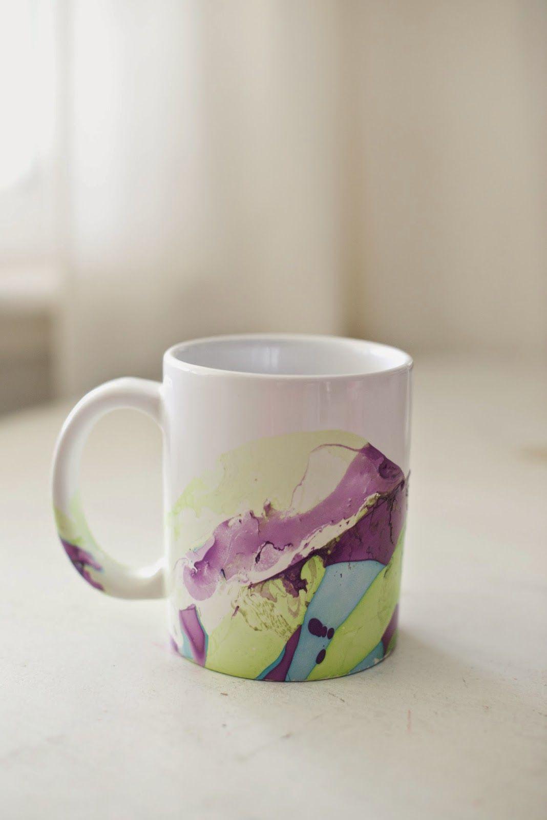 Diy Marbeled Nail Polish Coffee Mugs Tutorial Make These Beautiful Mugs With Nail Polish And Water Diy C Mug Crafts Coffee Mug Crafts Christmas Nails Diy
