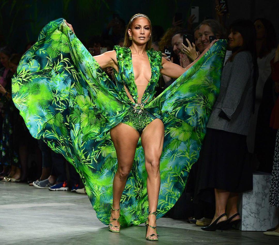 Elle Uk On Instagram Jennifer Lopez Just Declared Summer Officially Open With A Bathing Suit Shot Lin Jennifer Lopez Bikini Fashion Milan Fashion Week [ 948 x 1080 Pixel ]