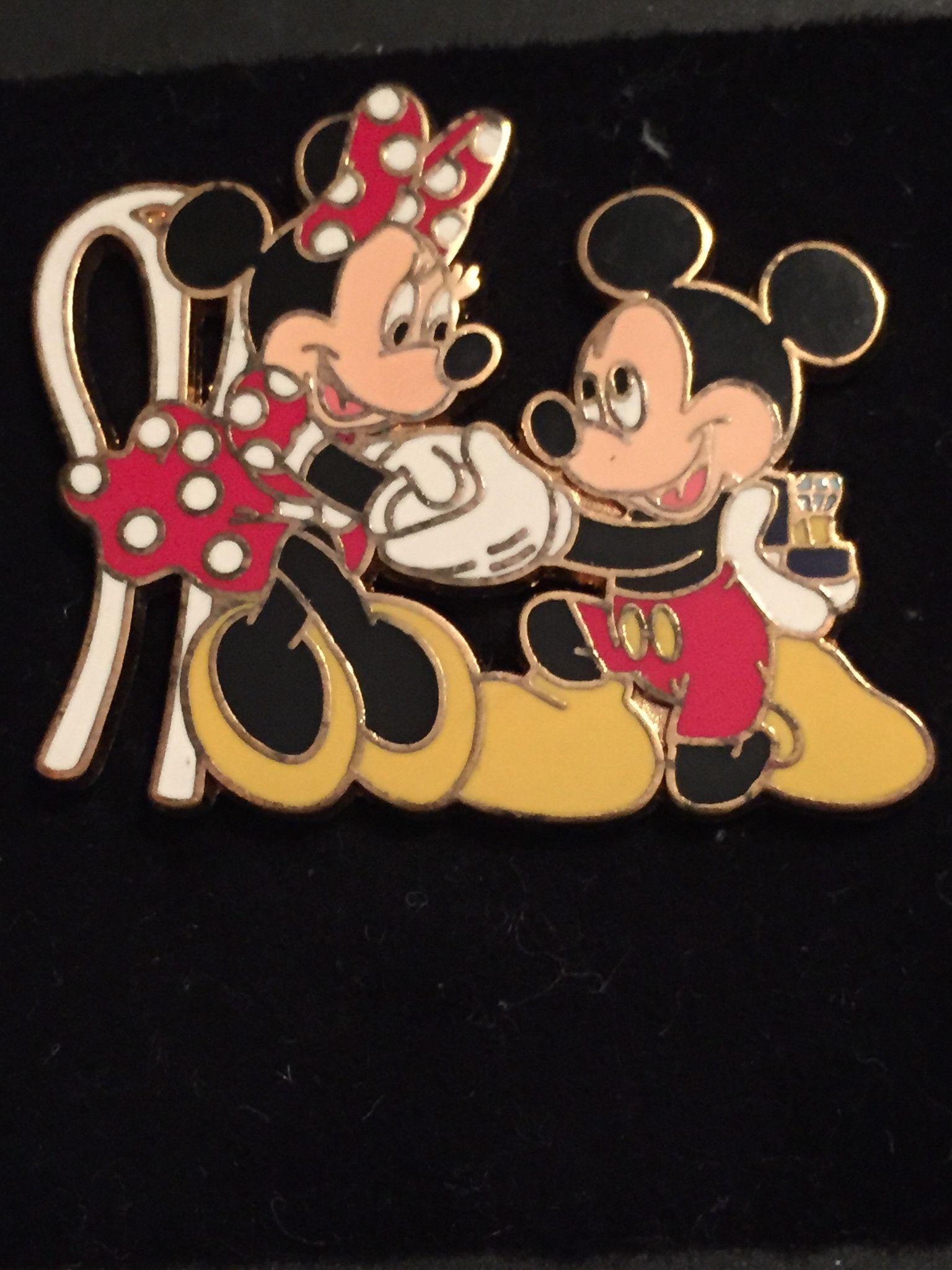 Mickey proposes to Minnie Disney Pin