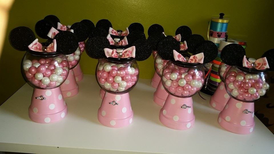 DIY Minnie Mouse Gumball Machine.- Pot for base and glass bowl for gumball holder.
