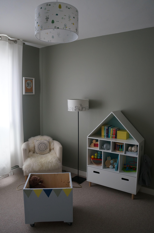 Decoration Chambre Enfant Kaki Avec Touche De Bleu Et De Jaune