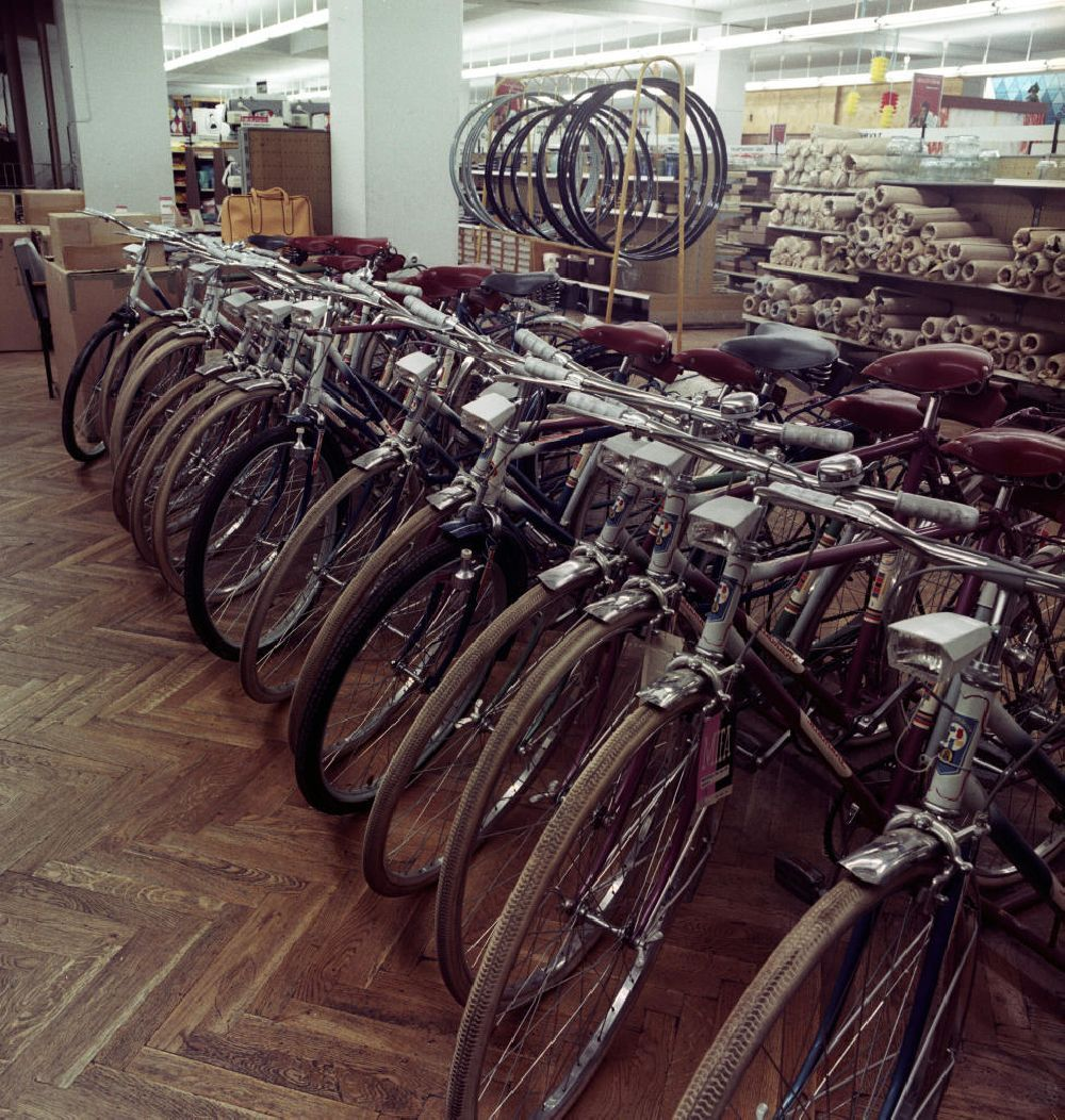 Ddr Fotoarchiv Potsdam Fahrrad Abteilung Im Centrum Warenhaus