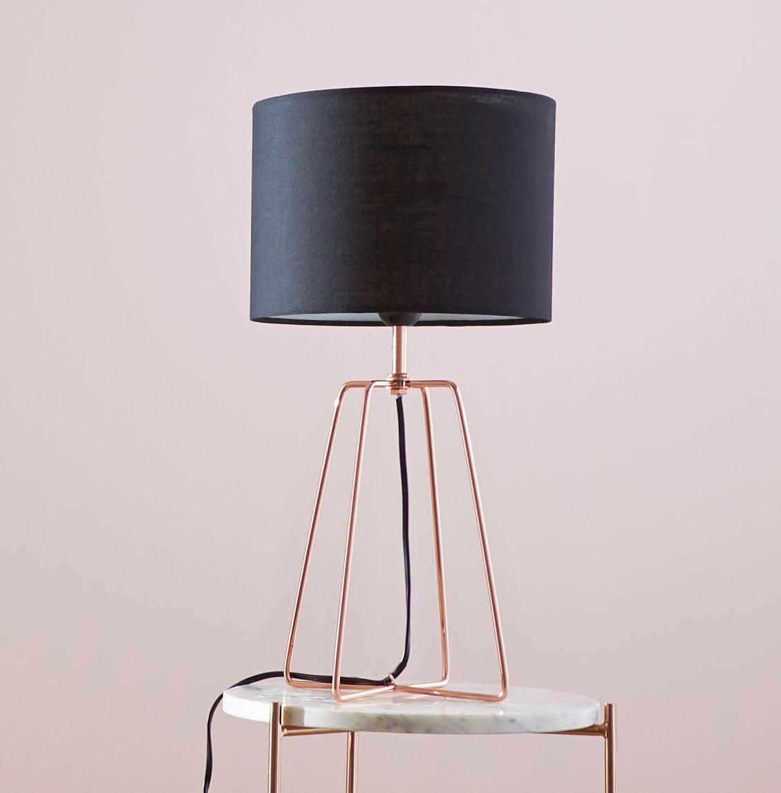 adore cette lampe  poser toute en lég¨reté Ultra tendance avec