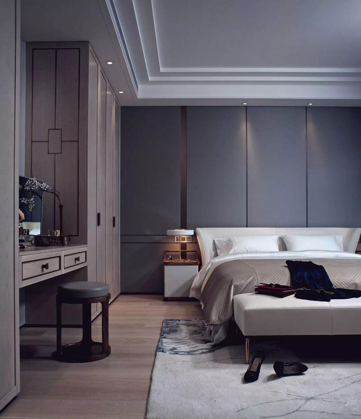 modernes Polsterbett in Grau und Wandverkleidung mit Metall Struktur Ideen rund ums Haus Pinterest