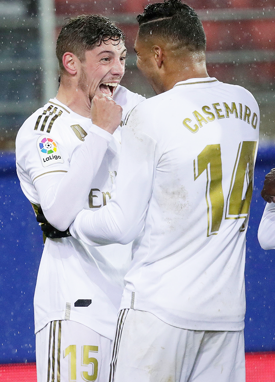 Valverde Celebrates With Casemiro After Scoring Vs Eibar Real Madrid Soccer Real Madrid Real Madrid Players