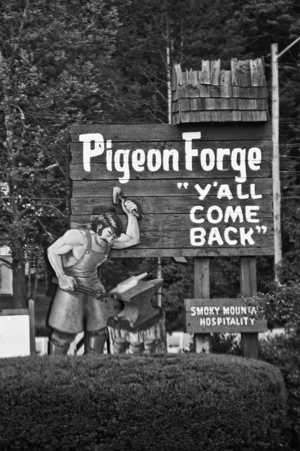 Pigeon Forge Welcome Sign...Y\'all Come Back!   Old Pigeon Forge ...