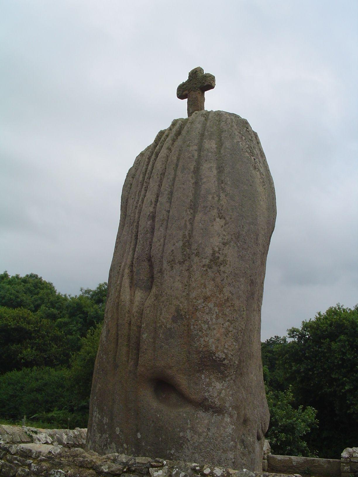 Menhir Saint-Uzec
