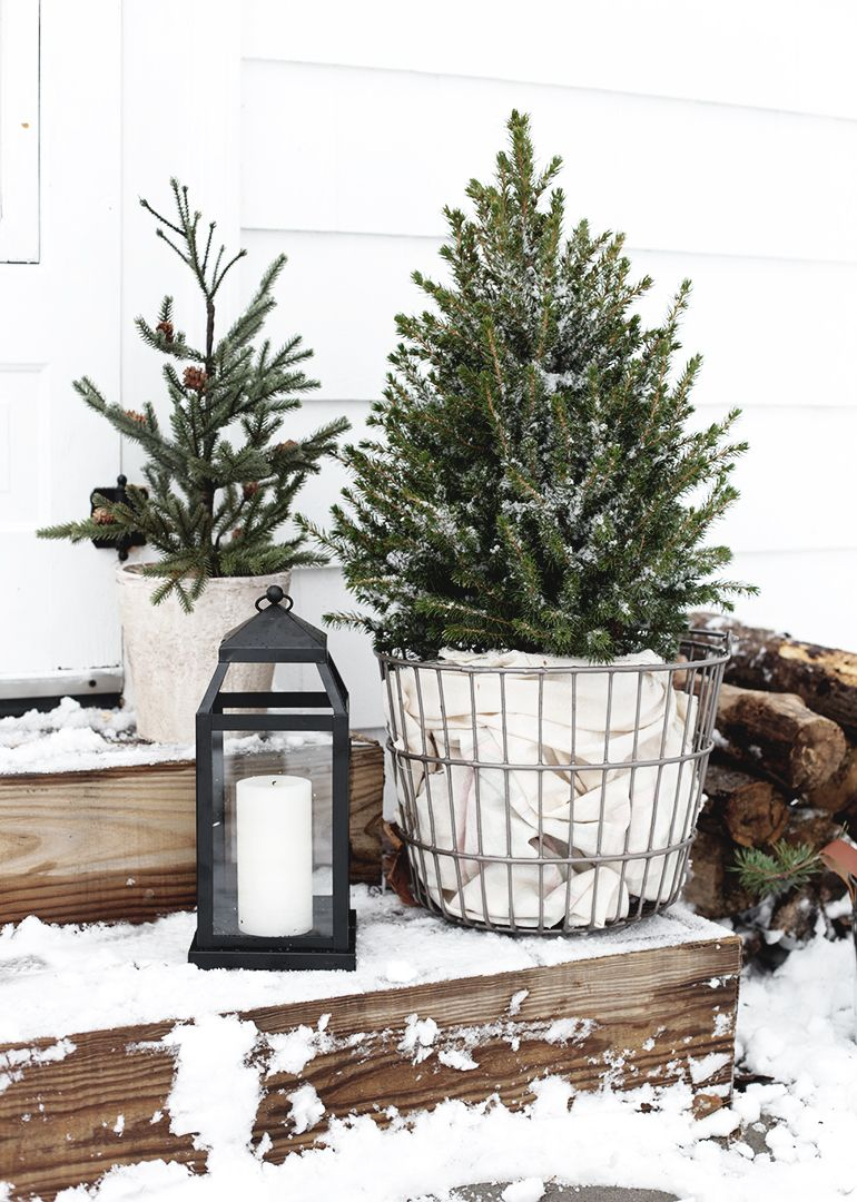Simple Outdoor Christmas Decor #winterdecor