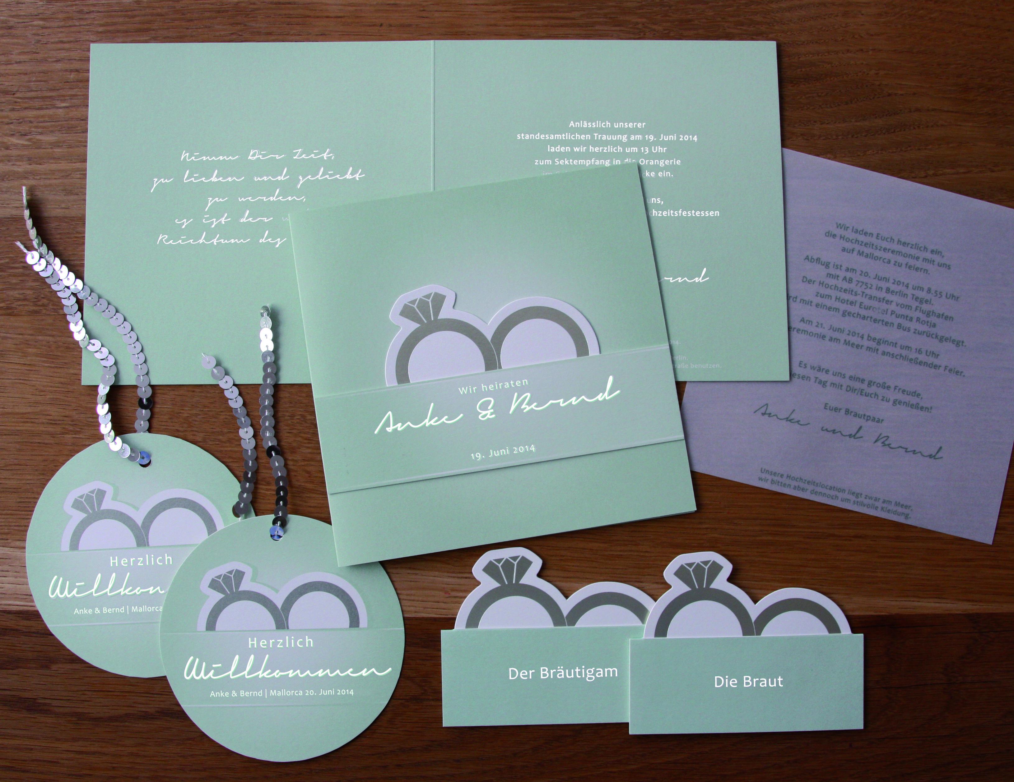 Hochzeitspapeterie mit Einladung personalisierten Tischkärtchen