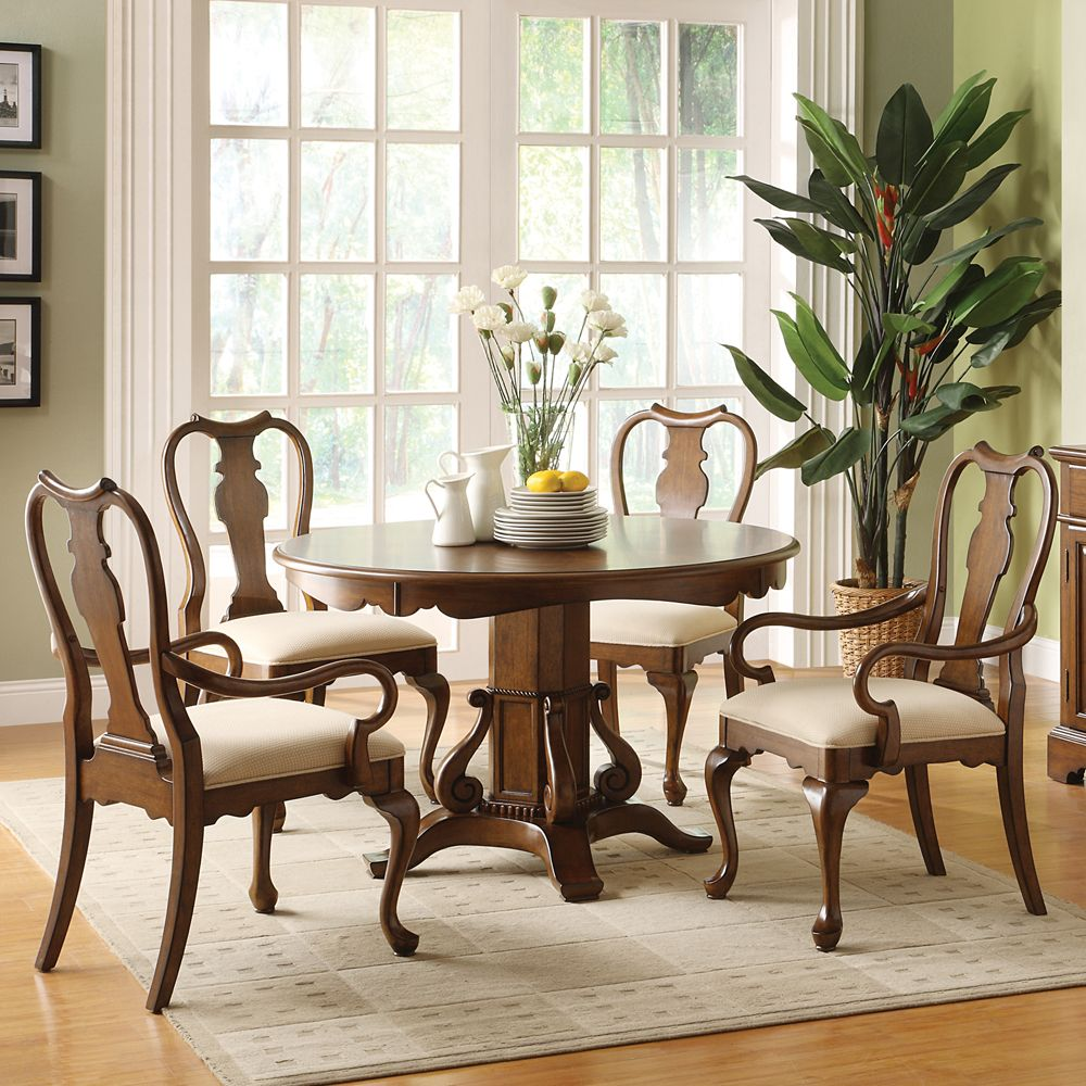 Yorkshire Round Pedestal Dining Table & Chairs