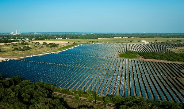 San Antonio Aims To Lead Texas Out Of Solar Darkness With Images Solar Energy Companies Solar Solar Companies