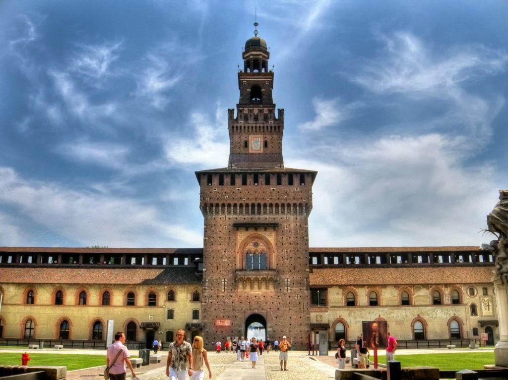L'ingresso del Castello Sforzesco (photo Aldo Danyel)